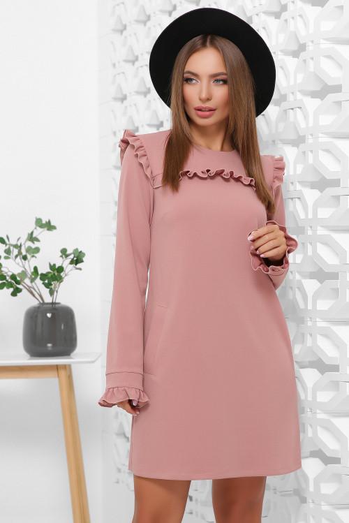 Модное платье из креп-дайвинга в офисном стиле с карманами пудровое