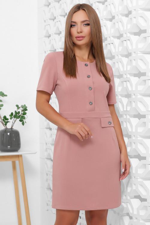 Модное платье из креп-дайвинга в офисном стиле пудровое