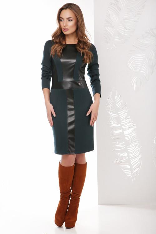 Стильное платье со вставками из эко-кожи темно-зеленое 42 р-р