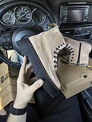 Женские ботинки Dr.Martens Jadone Patent Beige демисезонные (бежевый)