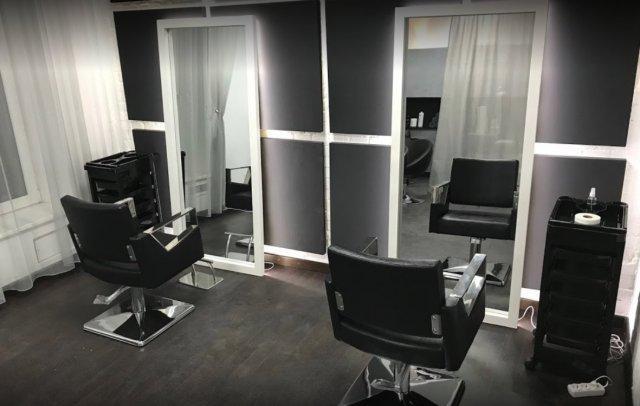 Парикмахерские кресла в салоне