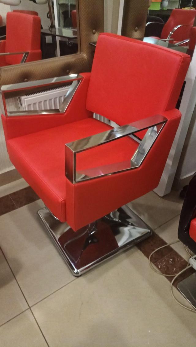 Парикмахерское кресло на гидравлическом подъемнике на квадратной базе для салона красоты  А-016