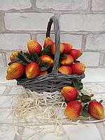 Муляж полуниці , гілочка штучних пластикових полуничок, довжина 11 см, ціна 23/30 грн (ціна за 1 шт +7 грн)