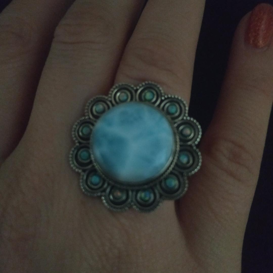 Перстень з великим ларимаром і опалами