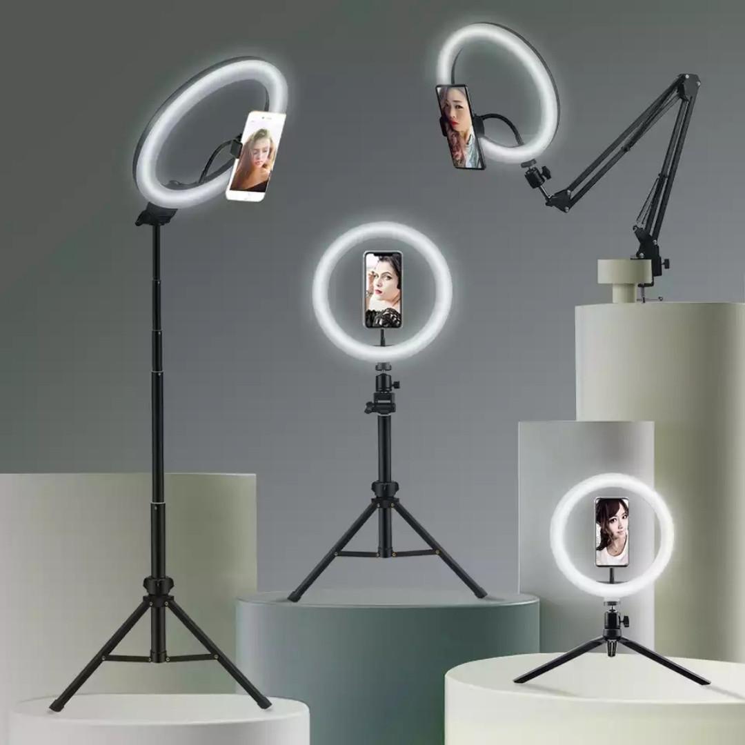 Штатив для телефону з кільцевої 26 див. лампою. Селфи лампа з високим штативом.