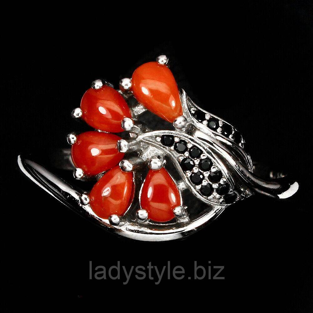 Оригинальное  кольцо  с красным кораллом и черной шпинелью  , размер 18.6