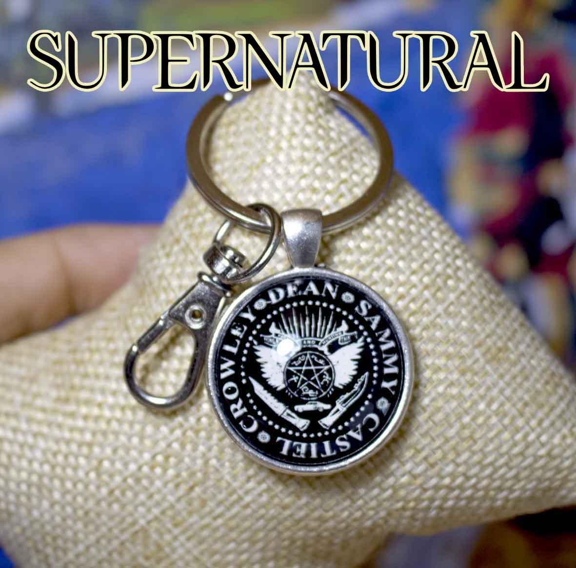 Брелок Сверхъестественное/Supernatural с атрибутикой братьев