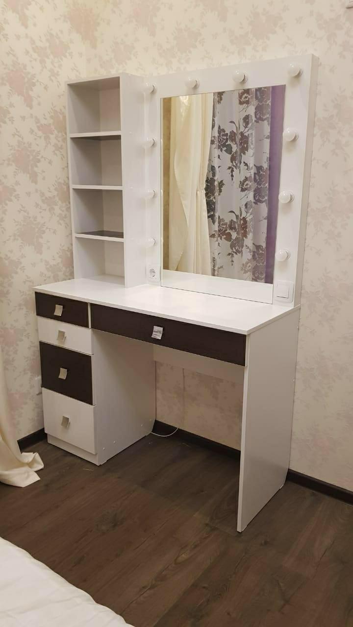Зеркало гримерное с полками Макияжный столик с лампами Стол для макияжа гримерный Гримерное зеркало