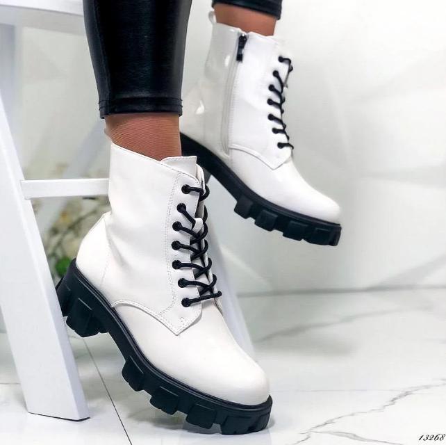 Ботинки женские белые из лаковой эко-кожи