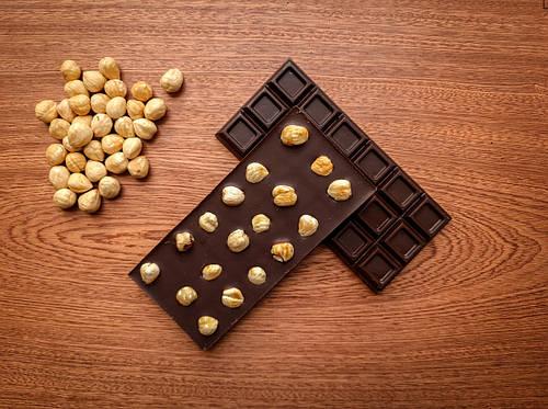 Веганский молочный шоколад с фундуком