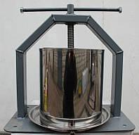 Пресс Винница ХлебПром 15 л ручной для отжима сока из яблок винограда винтовой с кожухом (соковыжималка)