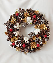 Рождественский  венок из натуральных шишек и хлопка