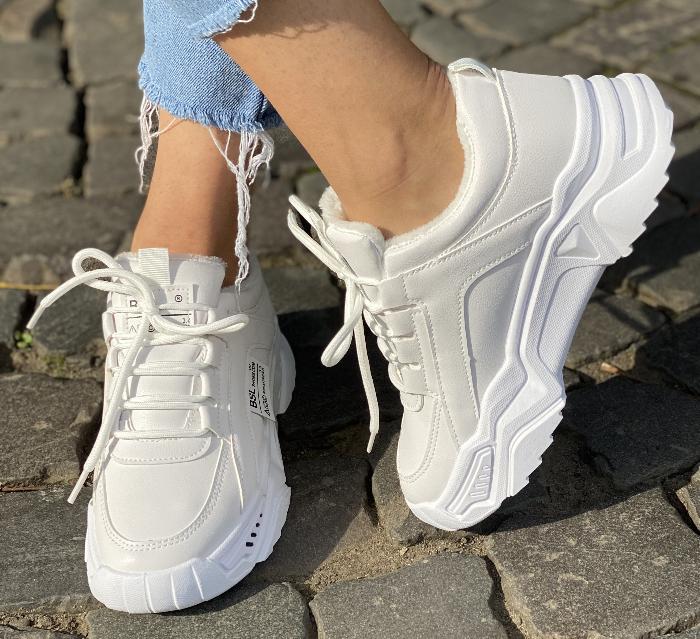 Кросівки зимові жіночі білі