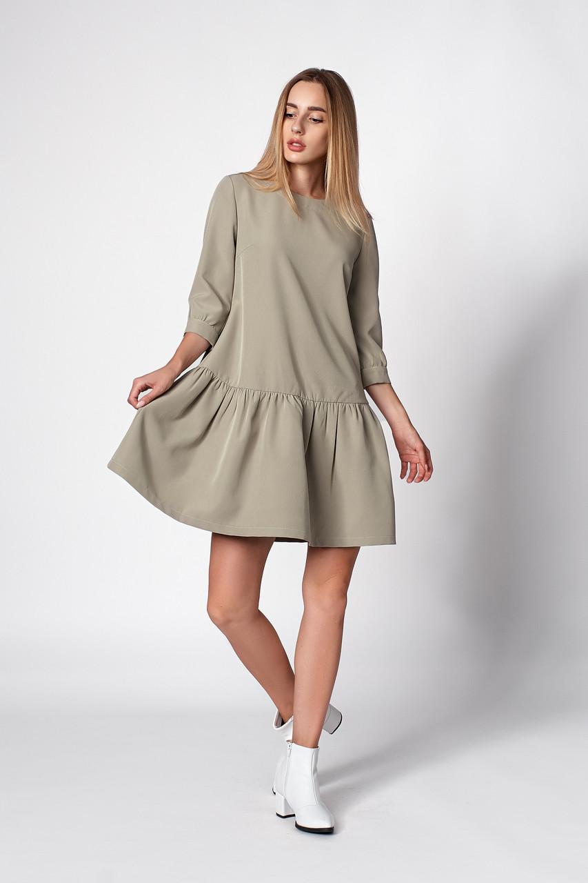 Женское свободное платье оливкового цвета