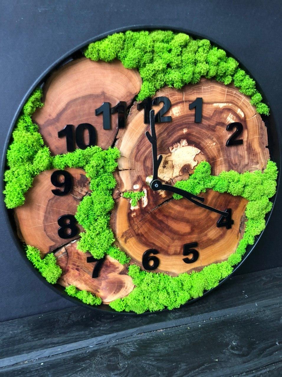 Годинник в металевому обідку до 30 см зі стабілізованим мохом Дерев'яні настінні Оригінальний декор подарунок