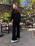 Женский вязаный костюм двойка с брюками клеш и свободным свитером с высоким воротником 71101439, фото 8