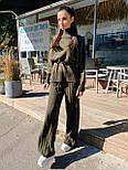 Женский вязаный костюм двойка с брюками клеш и свободным свитером с высоким воротником 71101439, фото 3