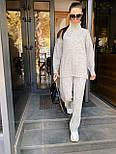 Женский вязаный костюм двойка с брюками клеш и свободным свитером с высоким воротником 71101439, фото 4