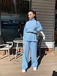 Женский вязаный костюм двойка с брюками клеш и свободным свитером с высоким воротником 71101439, фото 5
