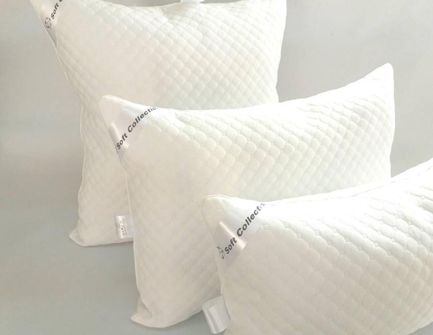 Трикотажная подушка белого цвета с наполнителем холлофайбер 70х70 см
