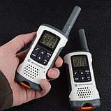 Рация Motorola TLKR T50 (0.5W, PMR446, 446 MHz, до 6 км, 8 каналов, 4xAAA), комплект 2шт, бело-серая, фото 2