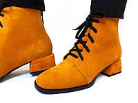 Замшевый ботинок на широком каблуке цвета сицилийского мандарина