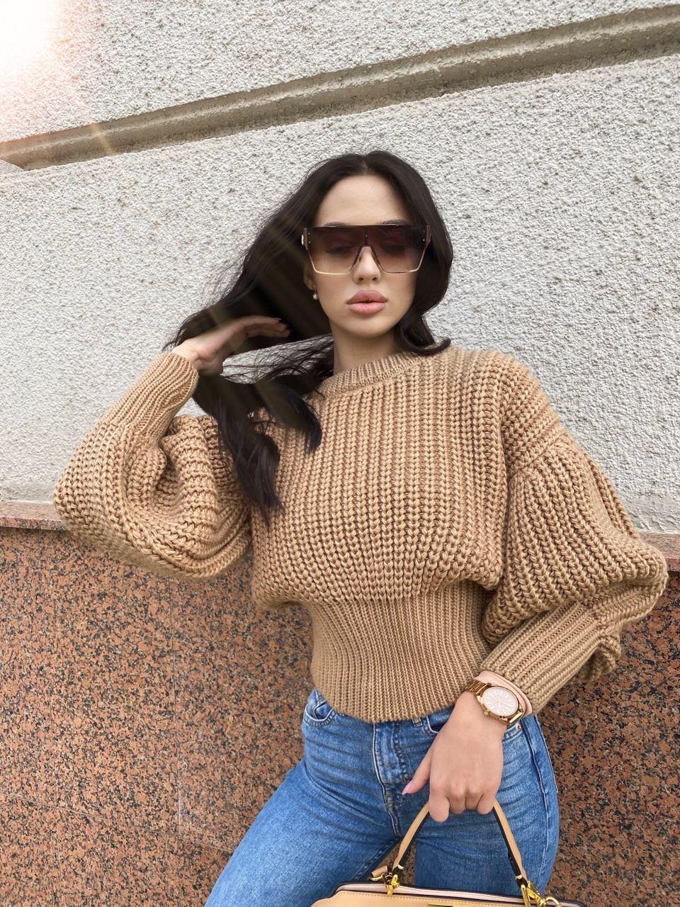Женская вязаный свитер с объемными рукавами фонариками и резинкой на талии (размер 42-46) 71dm951