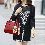 Стильная женская сумка Valenkuci красный с косметичкой и брелком, фото 4