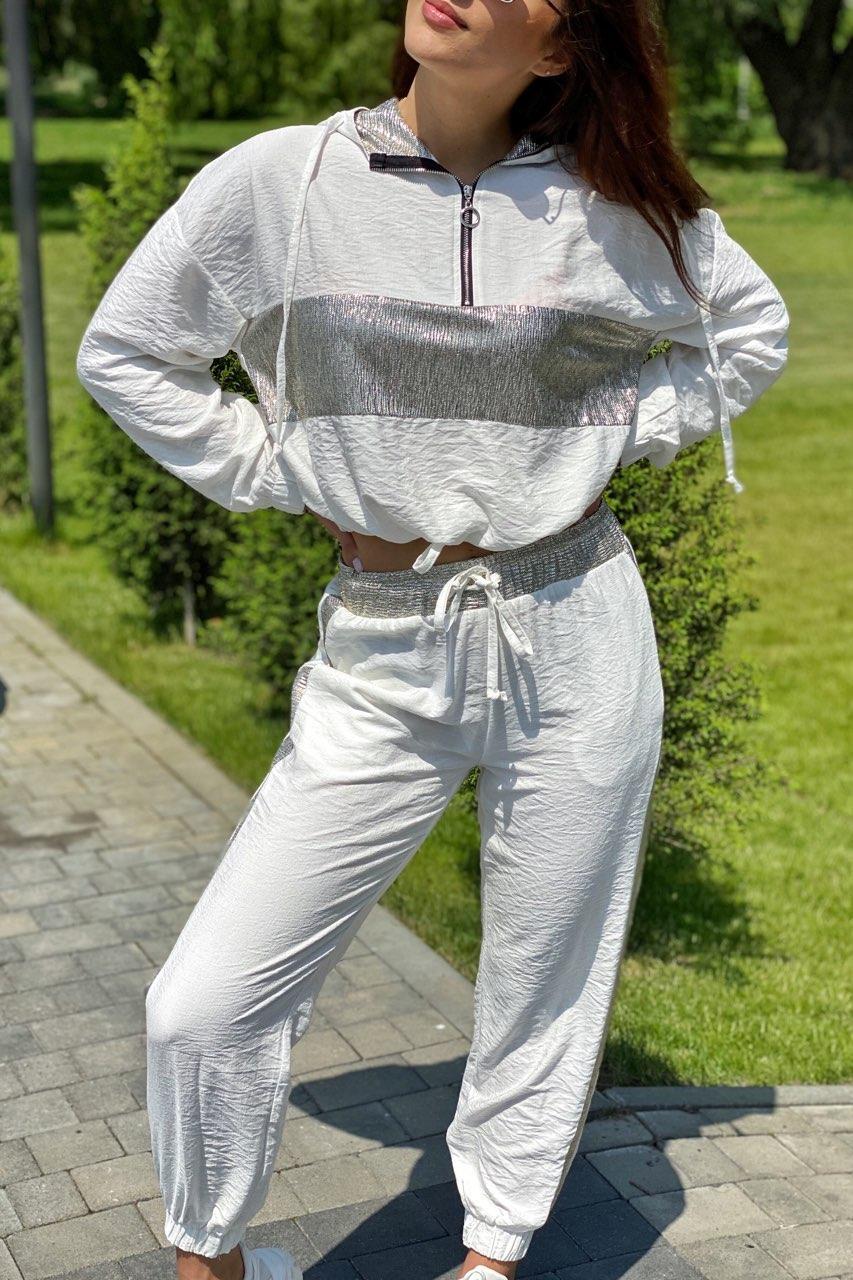 Костюм спортивный женский с блестящими вставками. Цвет белый. Размер S, M, L
