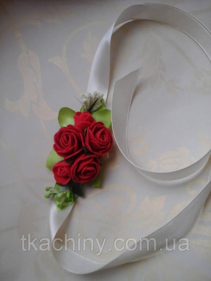 Бутоньерка с цветами  на руку гостям алая (разные цвета)