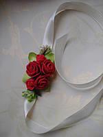 Бутоньерка с цветами  на руку гостям алая (разные цвета), фото 1