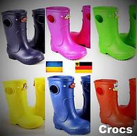 Детские осенние сапоги Crocs. Непромокаемые резиновые сапоги из пены.