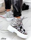 Женские демисезонные спортивные ботинки на застежках серебристые черные, фото 4