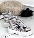 Женские демисезонные спортивные ботинки на застежках серебристые черные, фото 5