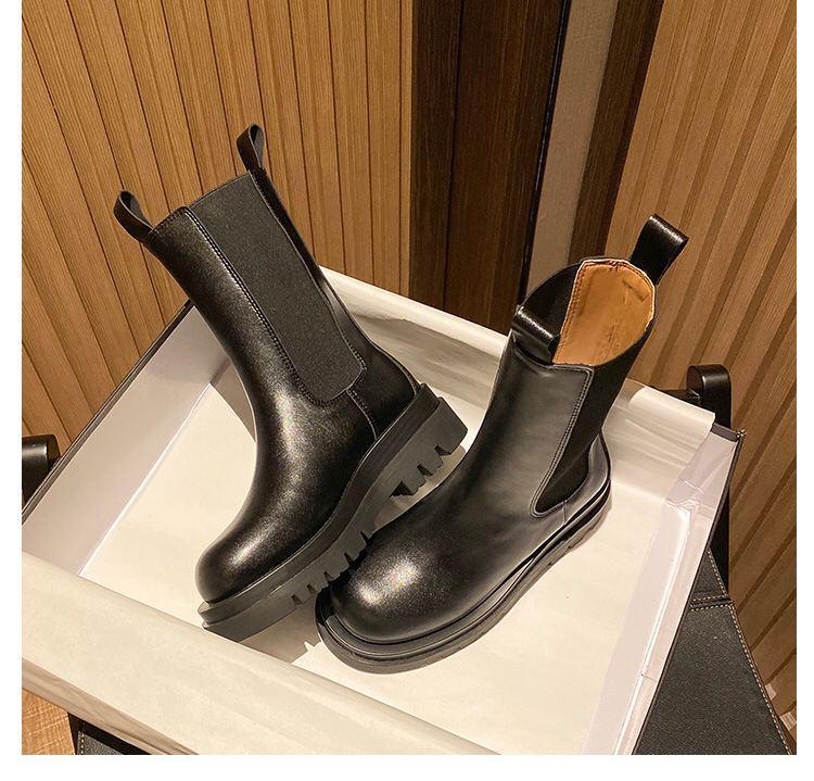 Женские кожаные демисезонные ботинки Челси черного цвета на резинках 201735