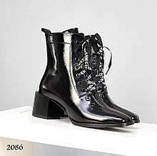 Женские зимние ботильоны на шнуровке с квадратным носком черный лак