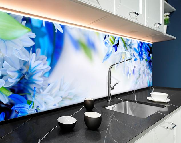 Кухонный фартук белые и синие цветы ПВХ панель 62 х 205 см (fl11692-5)
