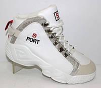 Демисезонные женские ботинки белого цвета на шнуровке