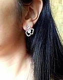 Сережки-пуссети Квітка з білими стразами, метал під срібло, 2,5 см, фото 2