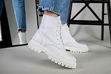 Ботинки женские кожаные белого цвета на шнурках, зимние