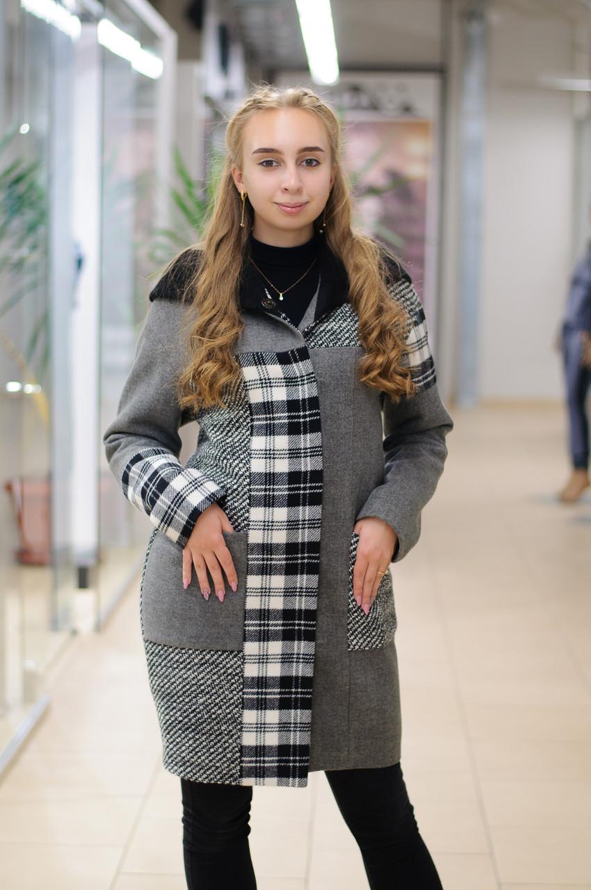 Жіноче пальто утеплене комбіноване сіре з кліткою