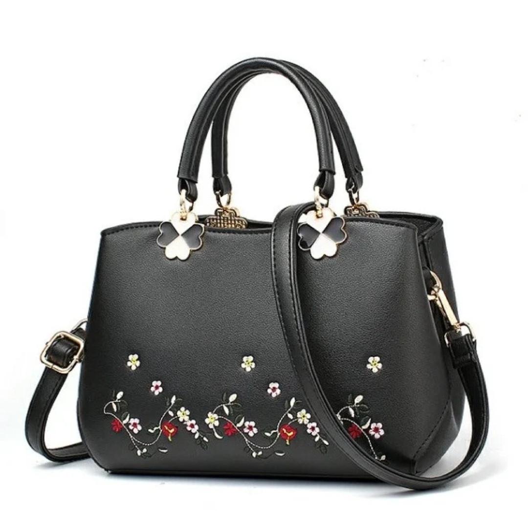 Женская сумочка с вышивкой
