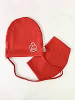 Трикотажна дитяча червона шапка с завязками + слюнявчик розмір 50
