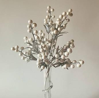 Искусственные цветы. Ветка крупной ягоды, Белая. Упаковка 4 шт.
