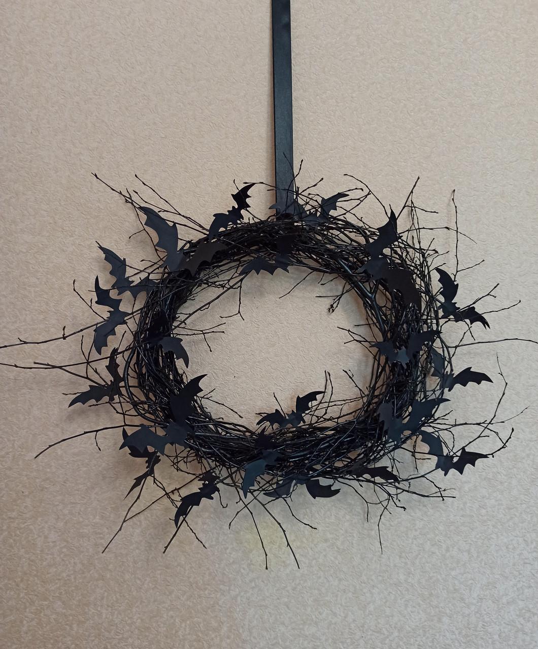 Чорний Вінок на двері з летючими мишами - декор до Хеловіну (Хеллоуїну).