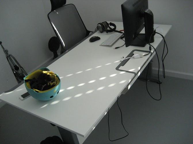 Стол компьютерный регулируемый по высоте с электрическим приводом KBS