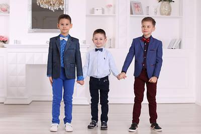Нарядные костюмы и комплекты на выпускные и праздники для мальчиков