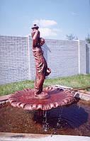 Фонтан садовый из бетона со скульптурой