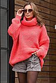 Теплый вязаный свитер кораллового цвета