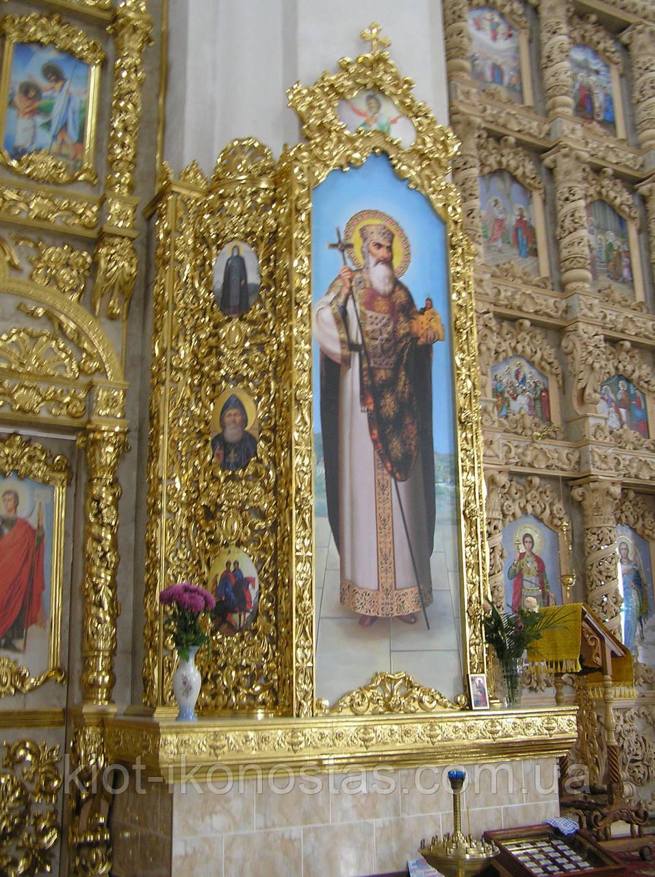 Киот вокруг несущей колонны в Церкви